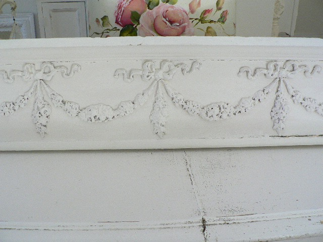 ARCHITECTURAL ANTIQUE WOODEN HEADER WITH SWAGS OF ROSES