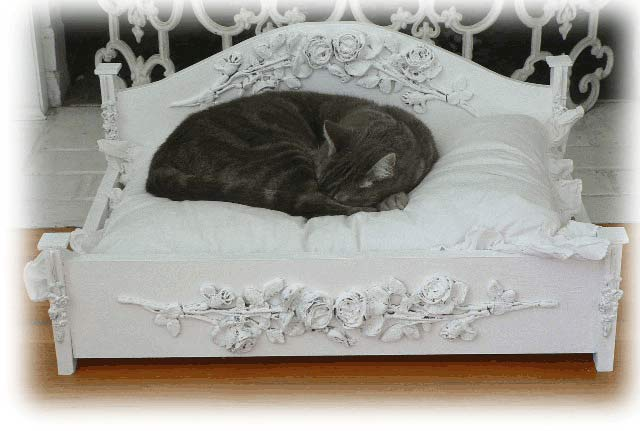 Jewel Pet Bed w/ Large Roses